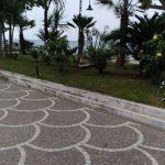 Taglio presso lungomare Amendola, irrigazione e lavaggio siepi presso rotonda e aiuole monumento ai caduti
